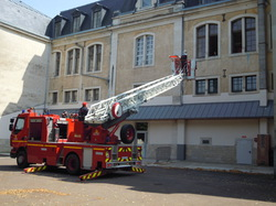 <a href='/uploaded/photo/expo-pompiers-is-sur-tille-55b0bb84daf01.jpg' style='color : #fff;'>(Télécharger)</a>